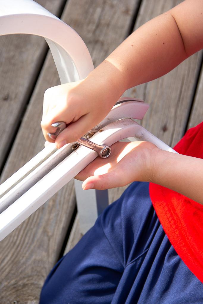 sling-chair-repair bolt removal